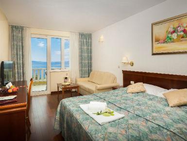 dvokrevetna soba s pogledom na more Baška Voda