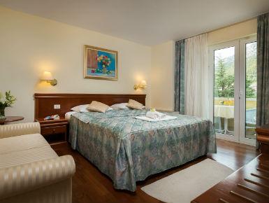 dvokrevetna soba s balkonom Baška Voda