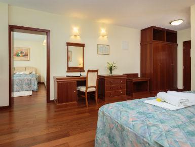 Familienzimmer mit Balkon 4*-Hotel Baška Voda